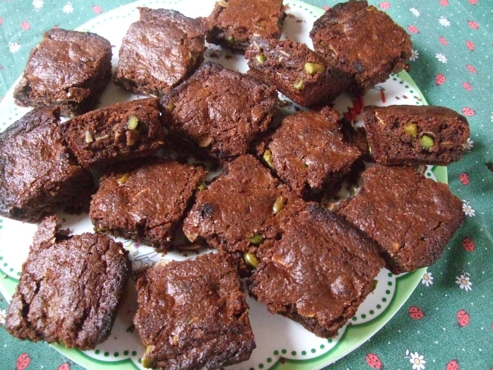 Brownies au chocolat , pistaches et amandes