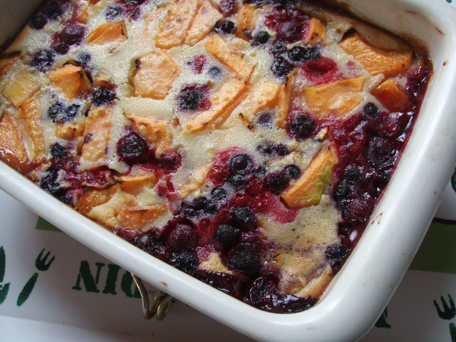 Clafoutis au melon et fruits rouges