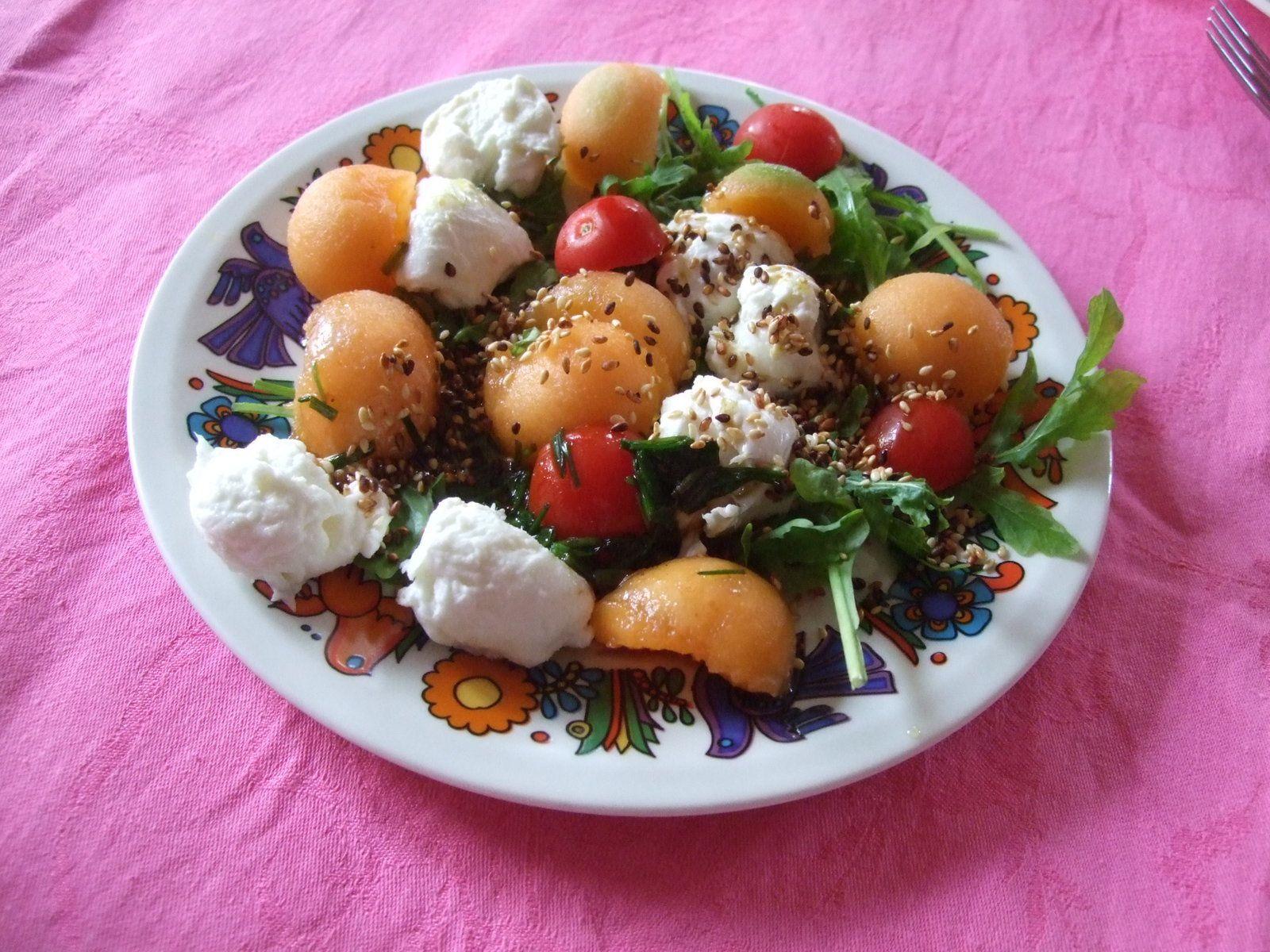 Salade au melon, à la mozzarella, et à la tomate
