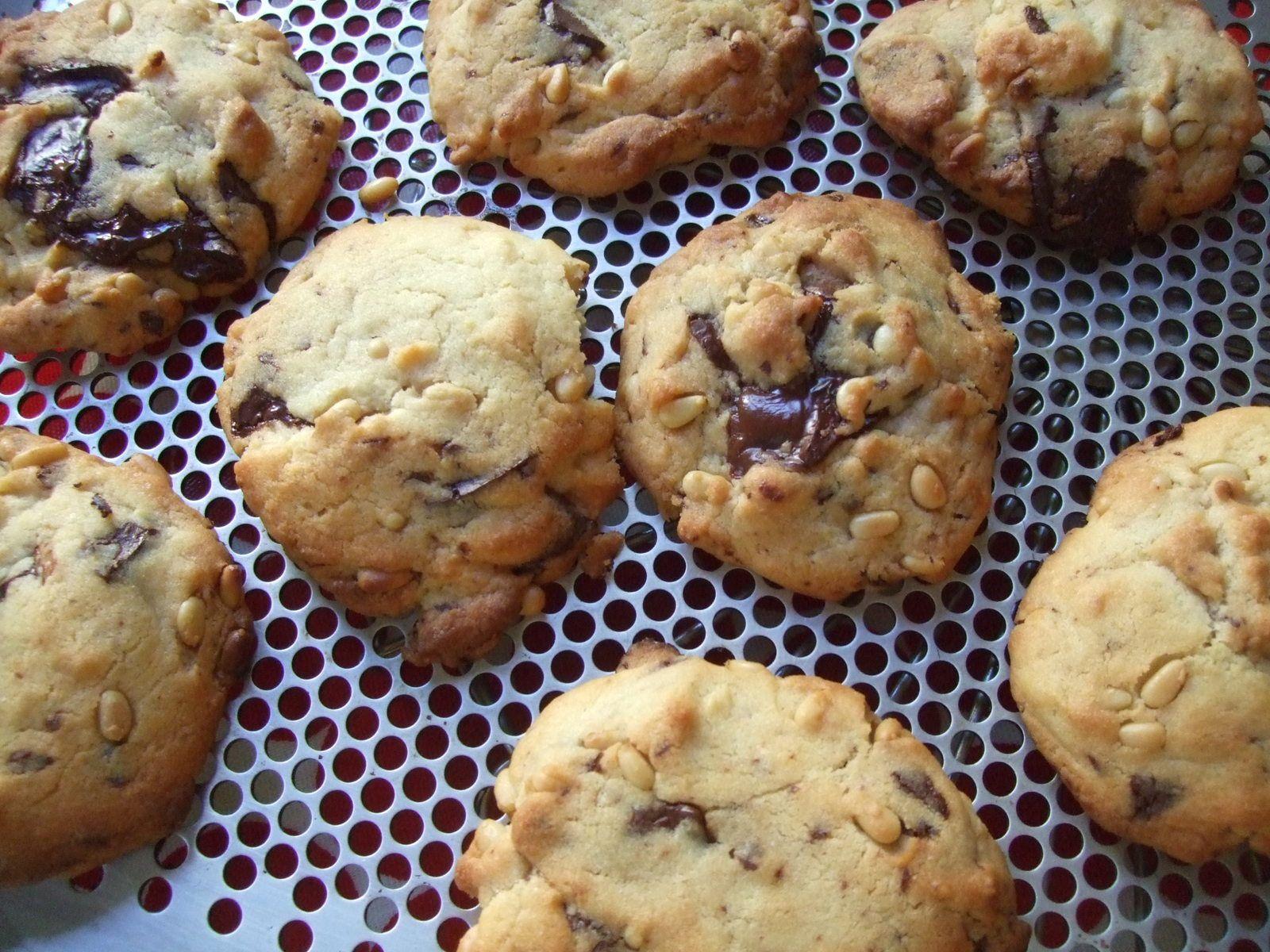 Cookies au chocolat et pignons de pin
