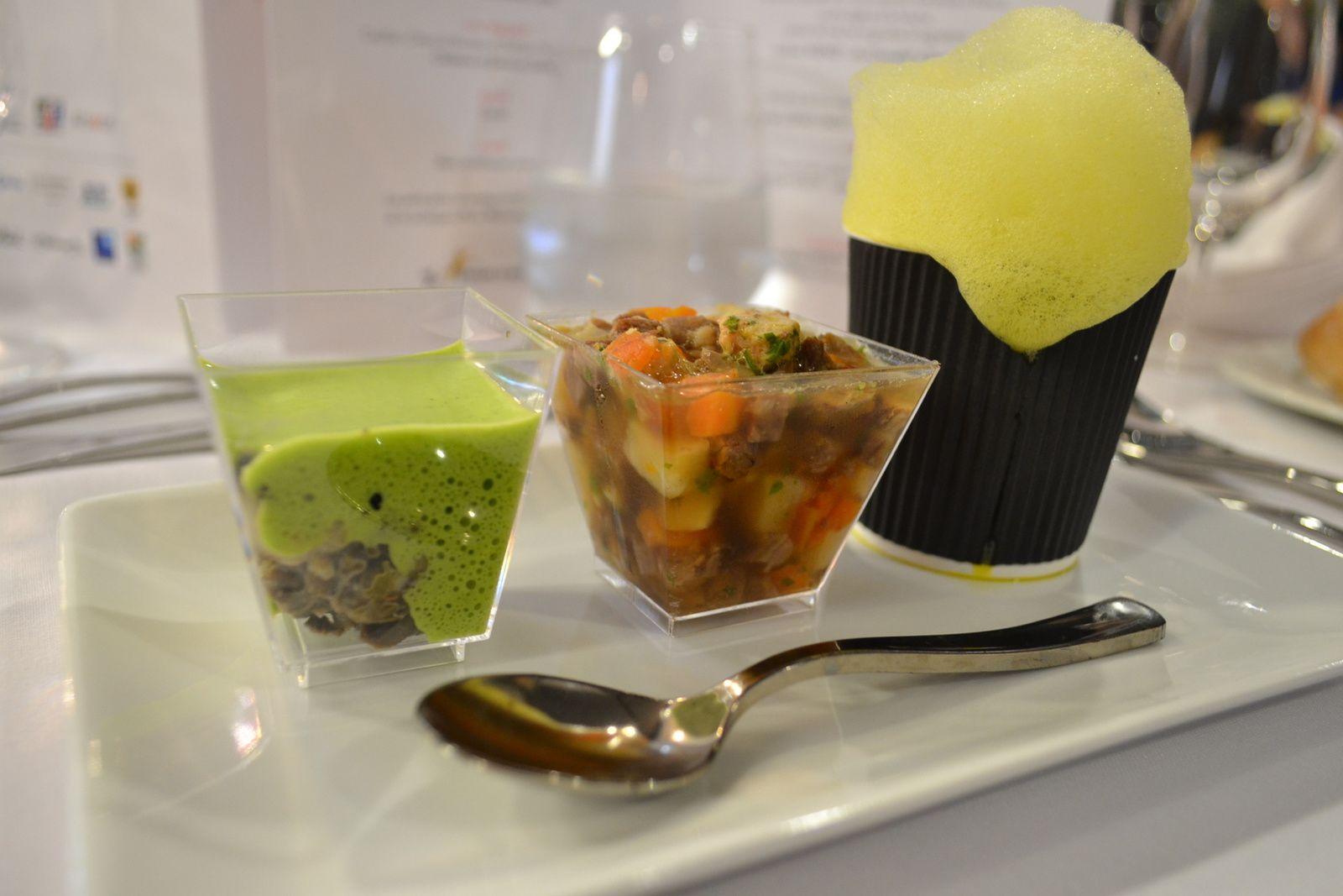 Trois amuse bouche : grenouille et escargot - verrine de pot au feu - soupe de crustacés schum au safran