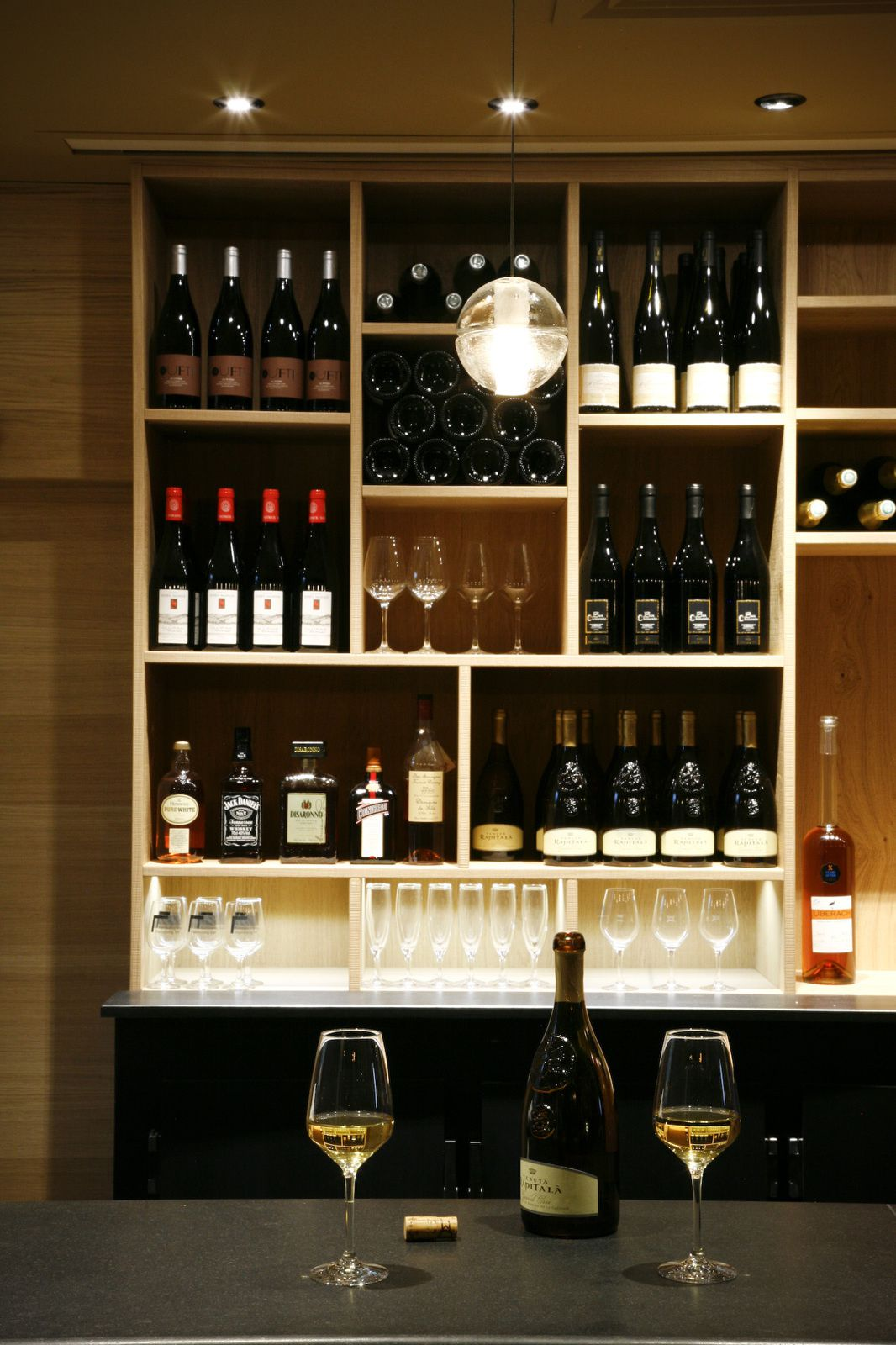 Le Black and Wine - Bar à Vins