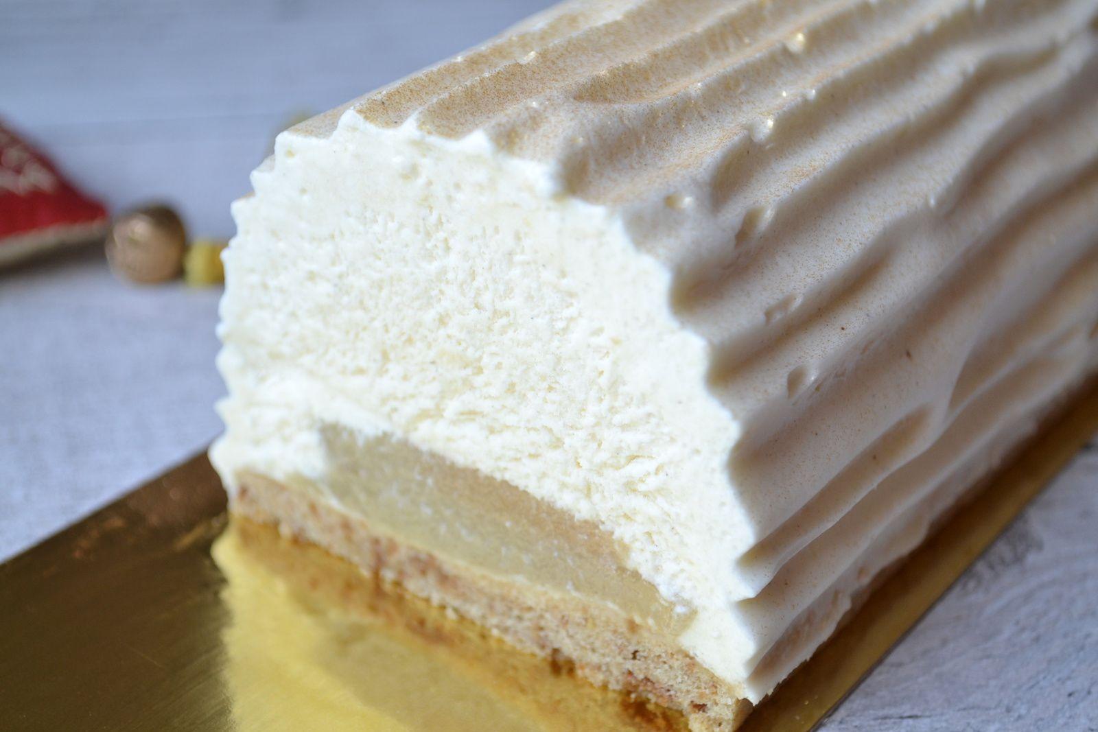 Buche Bavaroise à la vanille, poires et biscuit spéculoos