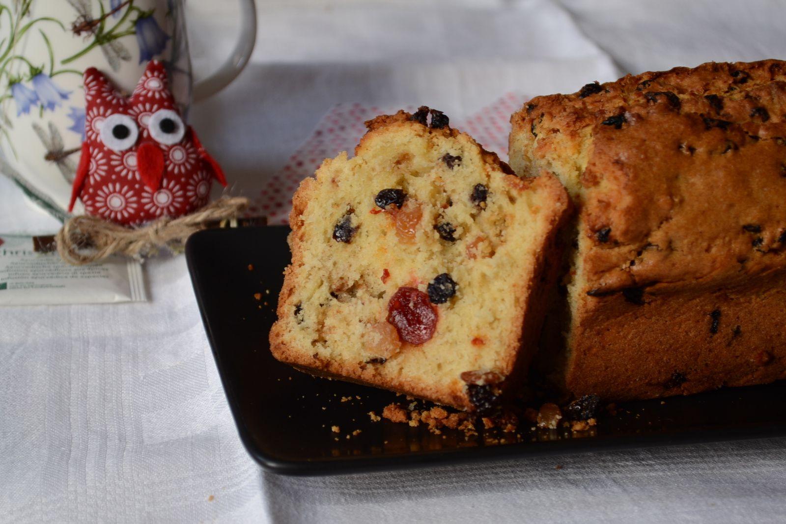 Cake au levain, raisns secs, baies de Goji et cannelle