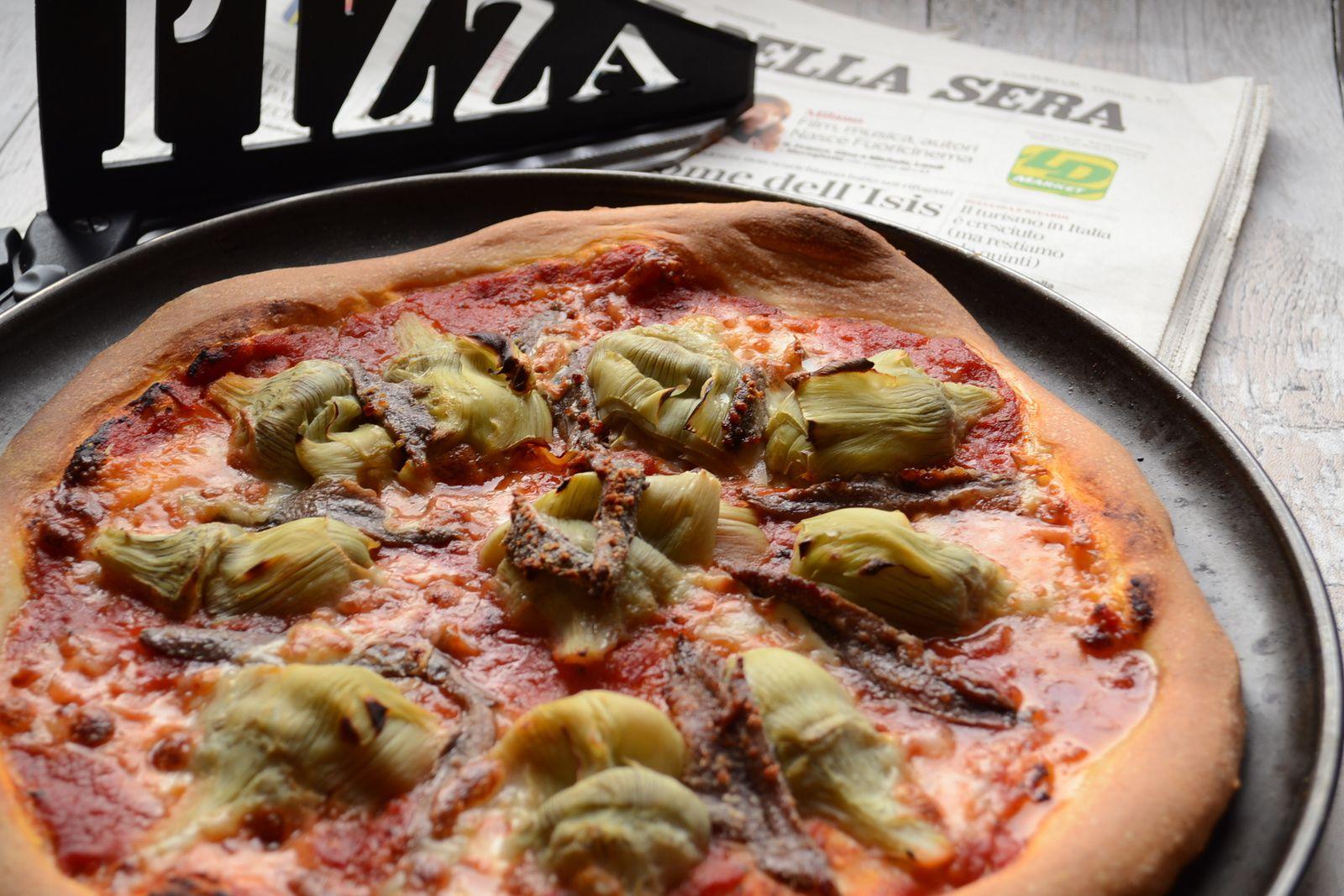 Pizza aux artichauts et anchois