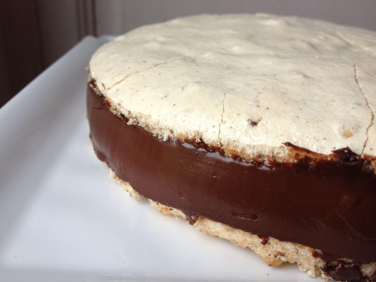 Gâteau meringué aux noisettes / ganache au chocolat