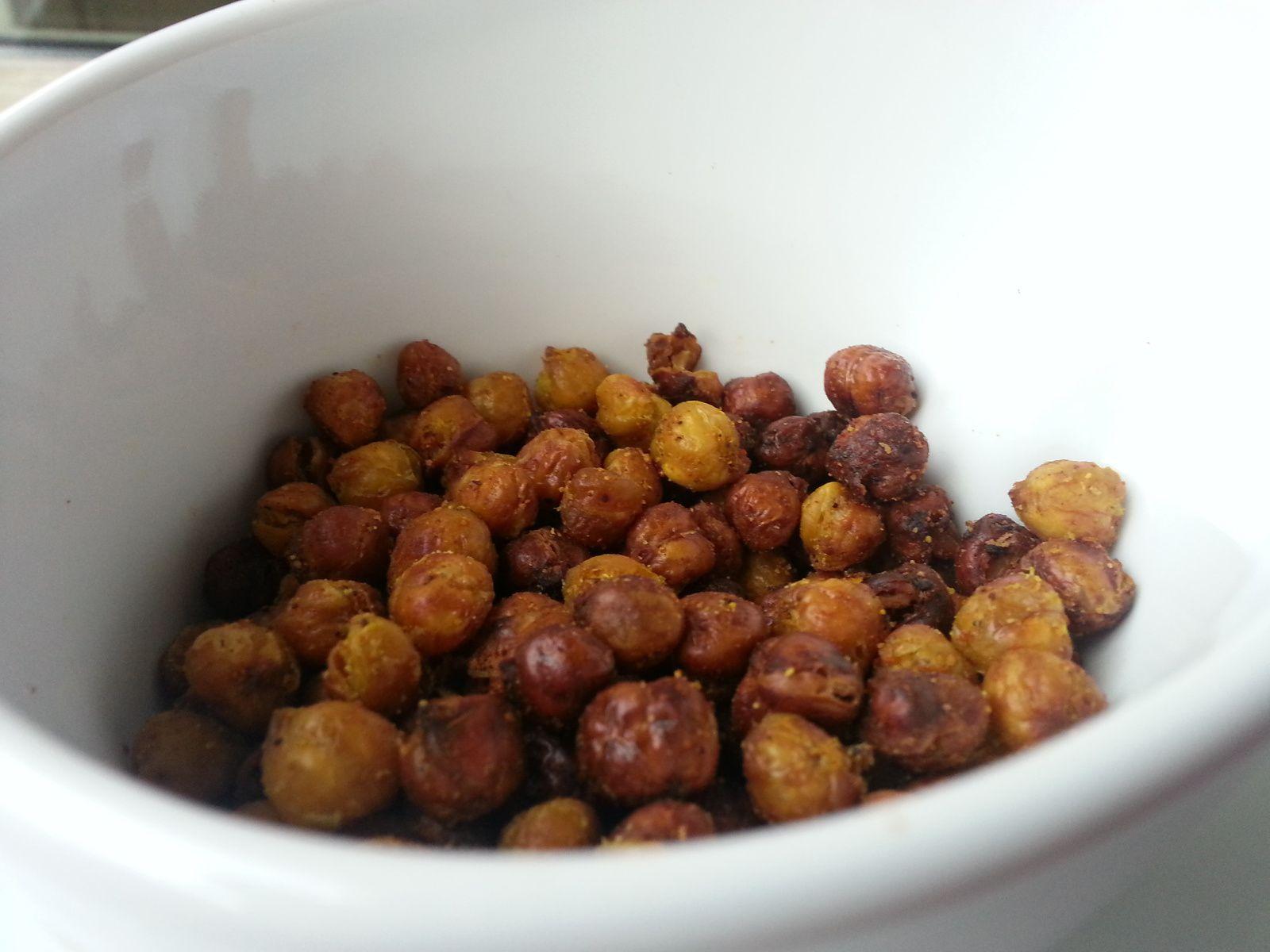 Pois chiches grillés parfumés aux épices ou aux herbes pour l'apéro