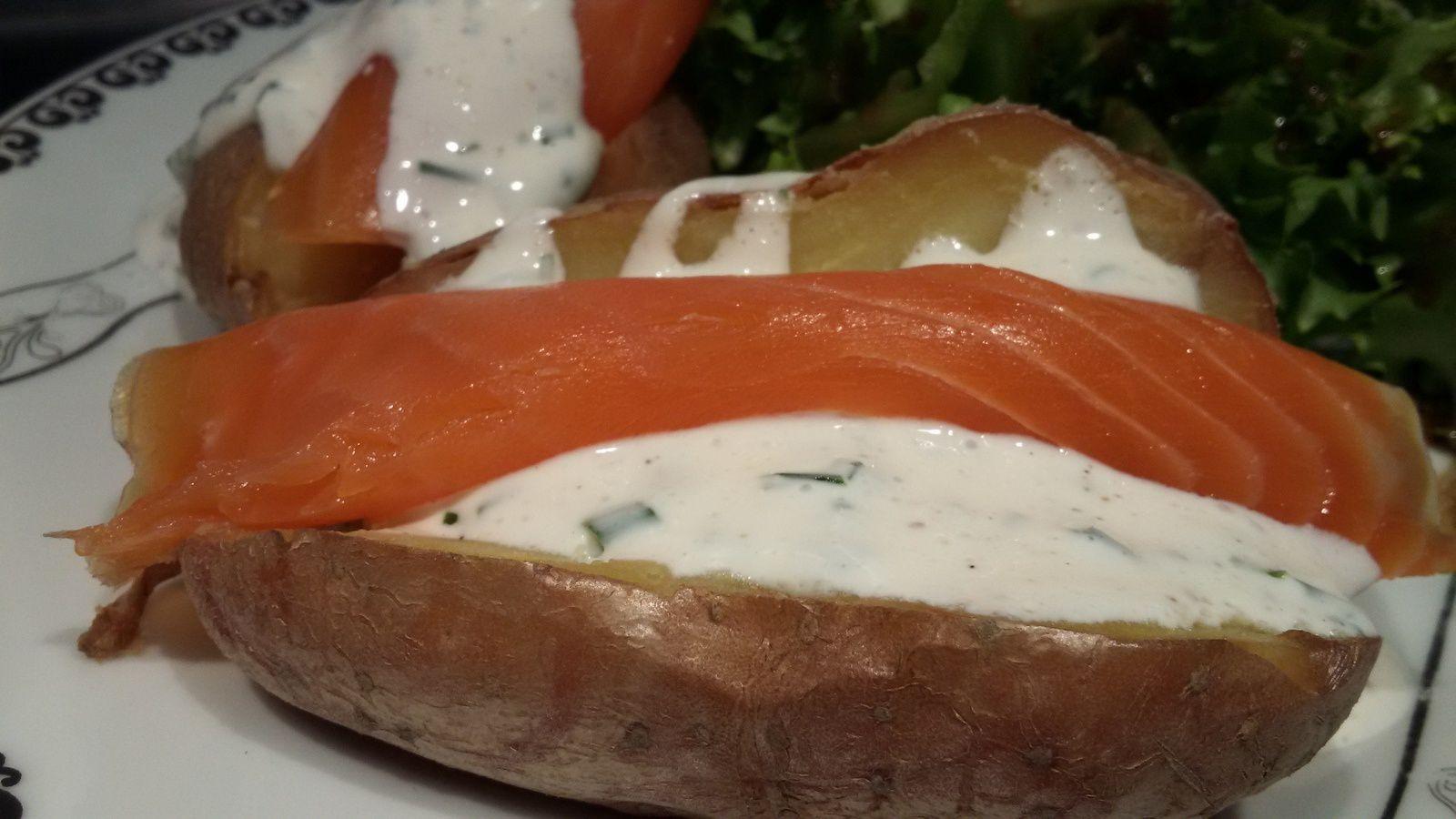 Pommes de terre au saumon fumé et sa crème citron / ciboulette