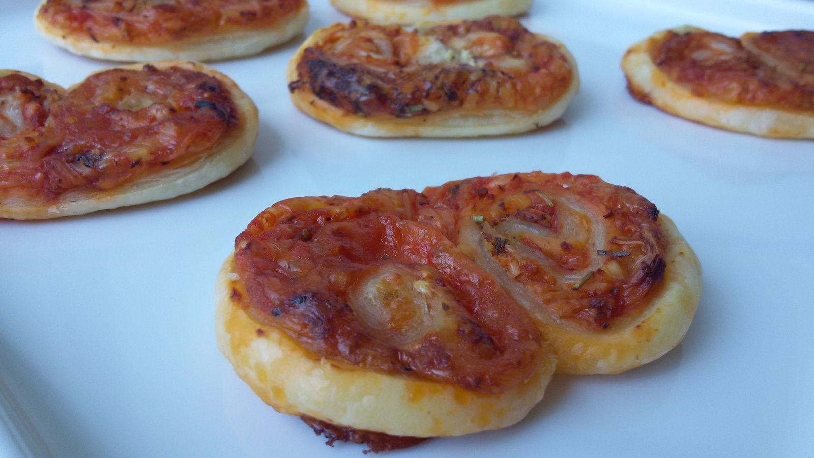 Palmiers feuilletés apéro façon tarte à la tomate - moutarde, tomate, gruyère râpé, herbes de Provence