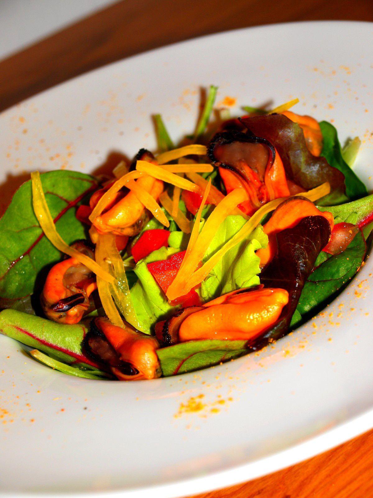 Salade de moules, tomates et poivron au Beaujolais