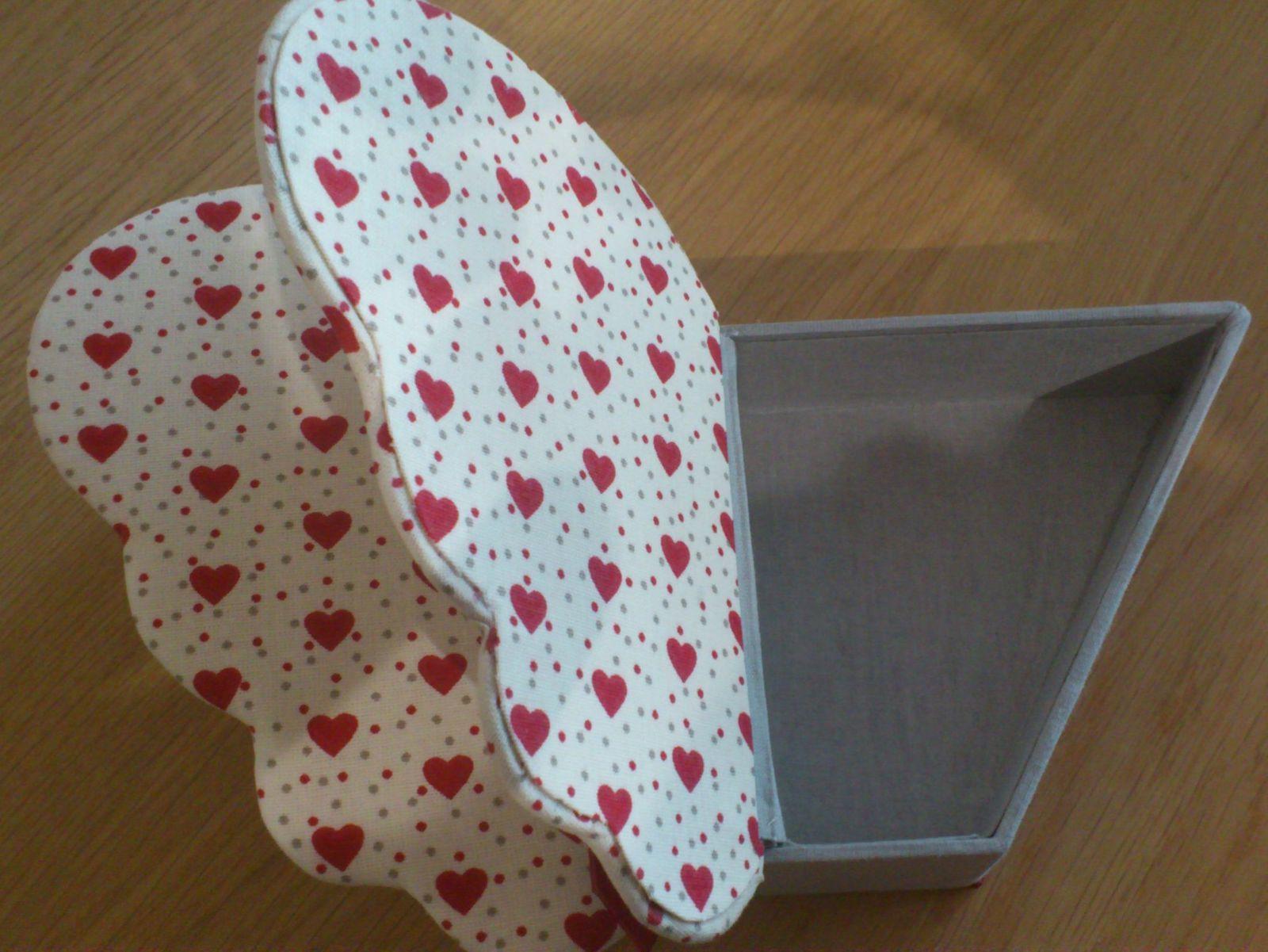 Cartonnage : boîte papillon
