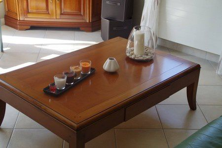 Vitrine - table basse - meuble TV - table pied central