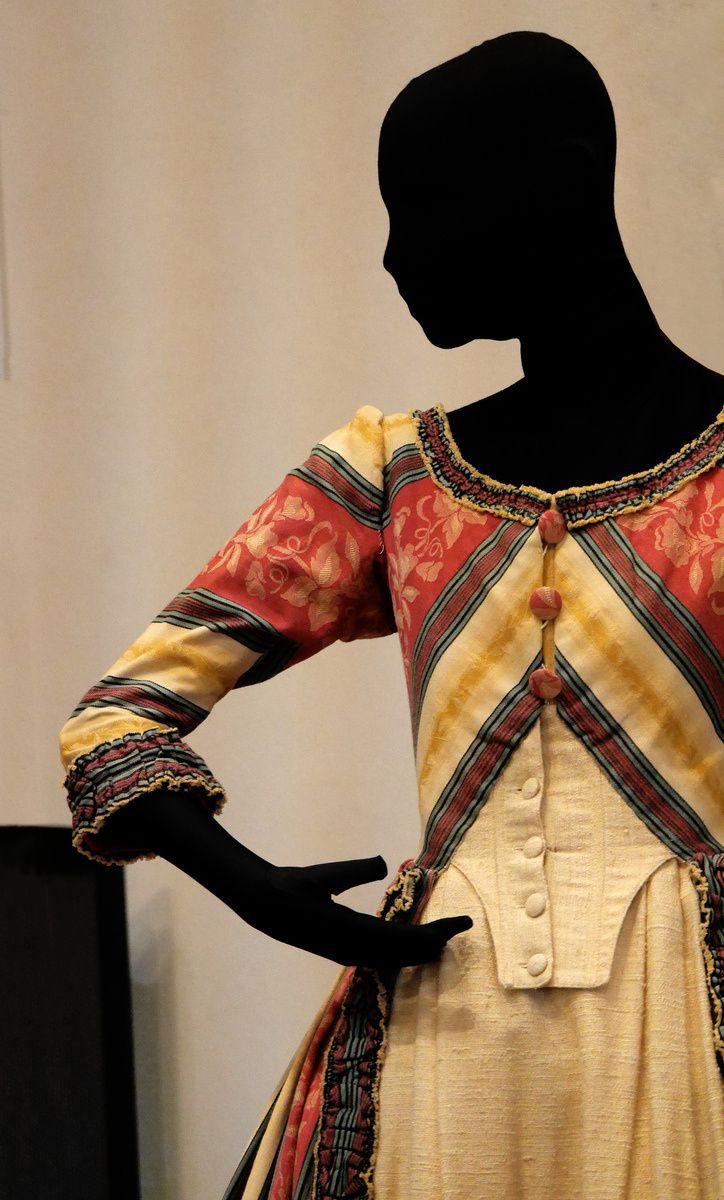 Le costume féminin à l'opéra, expo ACAP