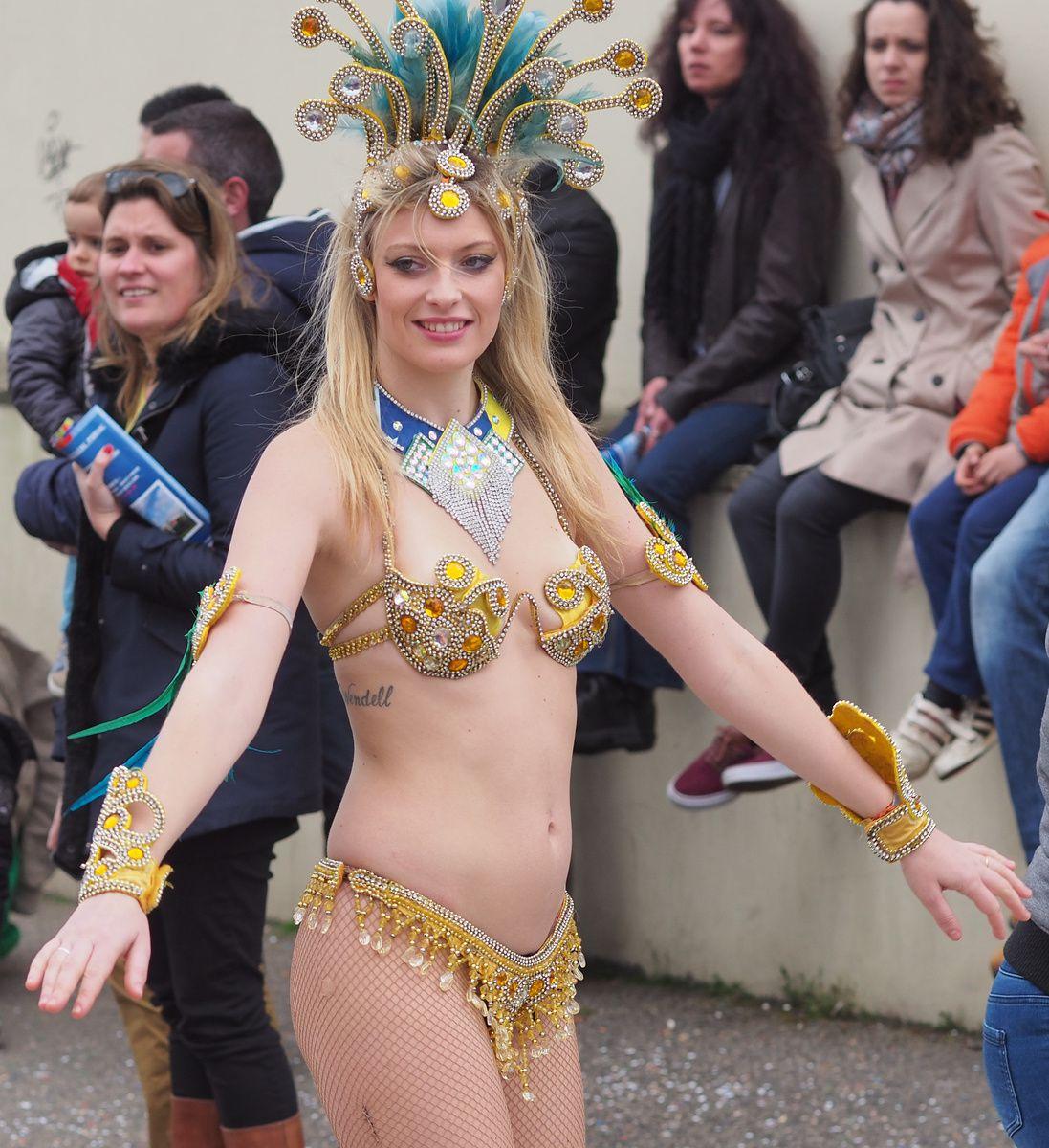 CARNAVAL de Pornic, le défilé du dimanche