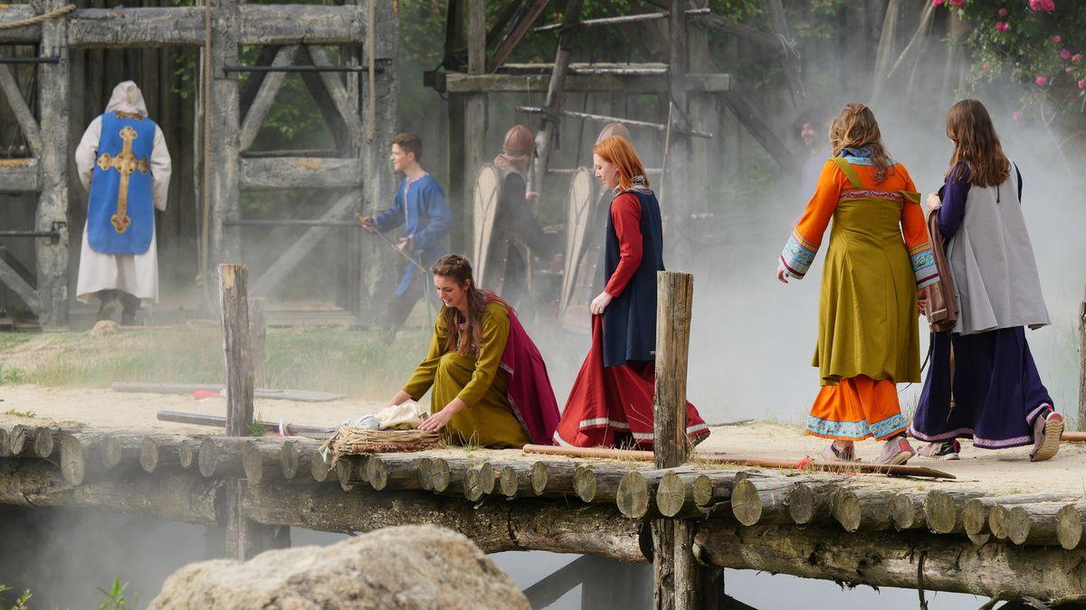 PUY du FOU : Vikings, un village tranquille (01/02)
