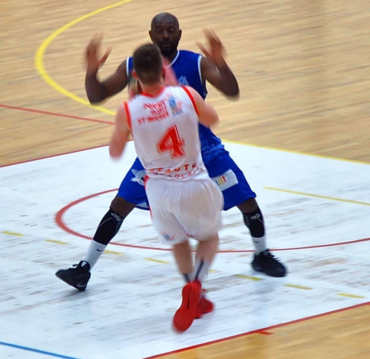 Basket : Pornic Basket St-Michel largement vainqueur contre la Berrichonne