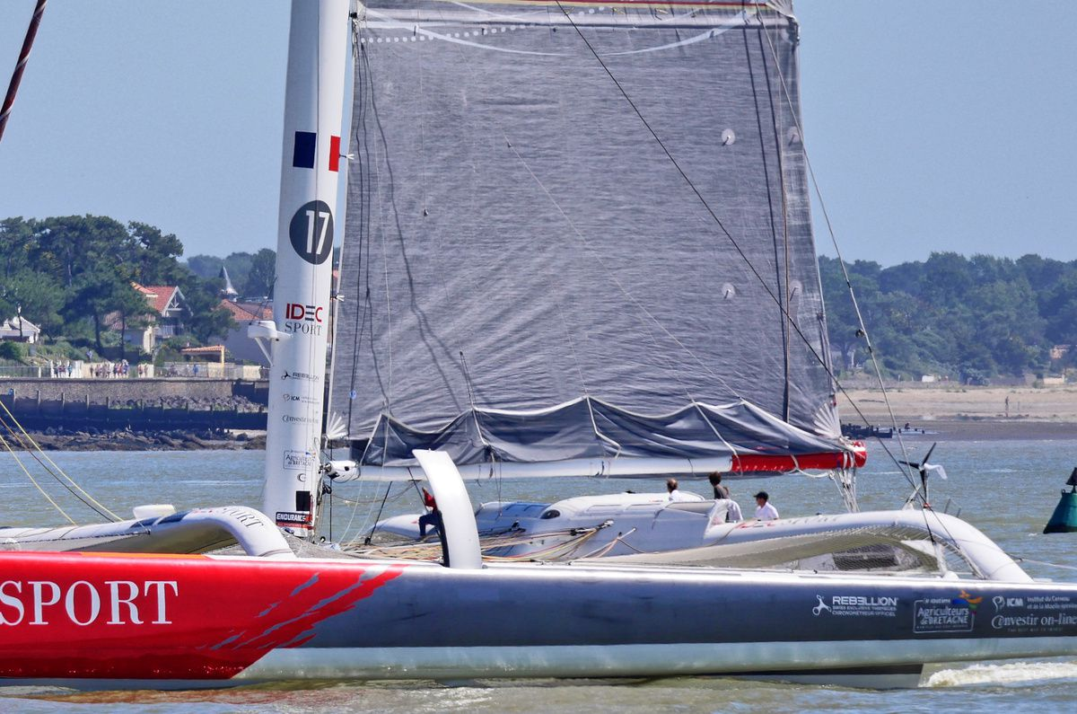 trimarans contre Queen Mary II