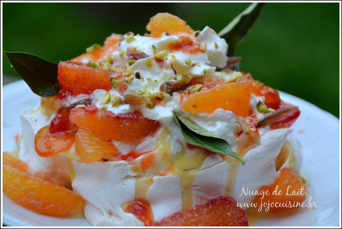 Pavlova aux 2 oranges et dattes&#x3B; crème anglaise au grand marnier