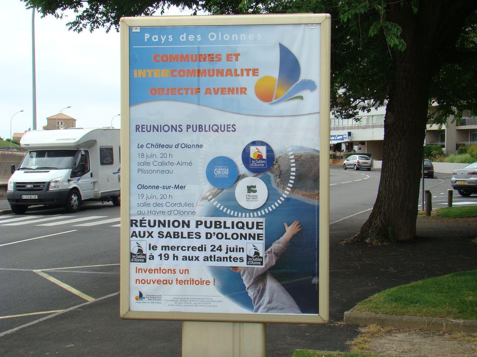 2009 : au Pays d'Olonne une consultation d'origine locale eut lieu sur la fusion ( sauf à Château d'Olonne)