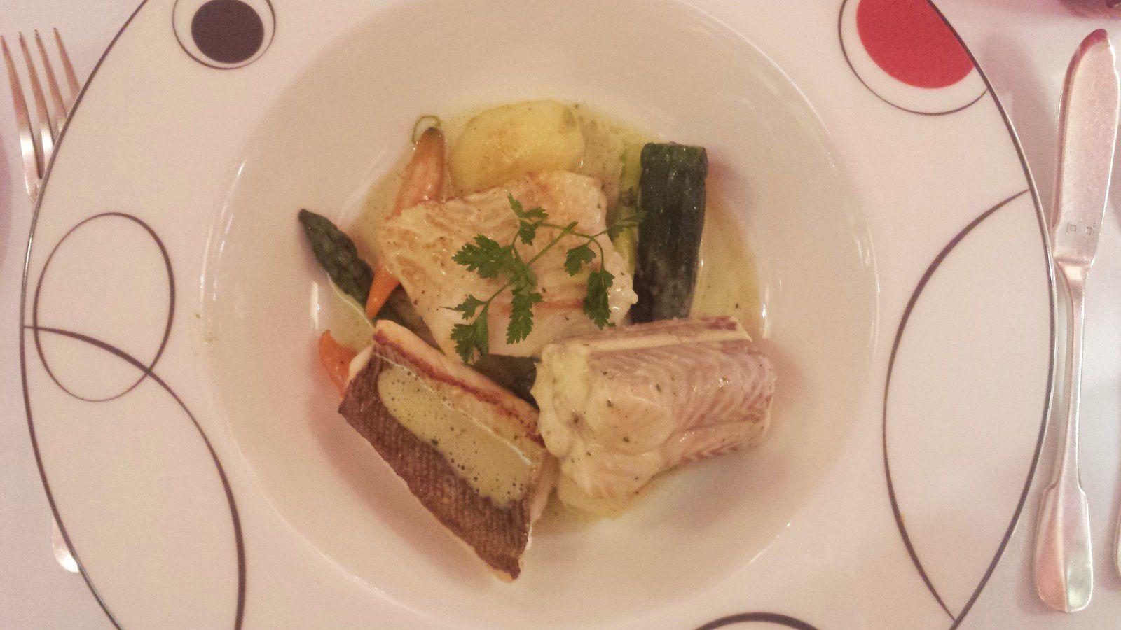Dégustation de saumonette, vive et cabillaud, légumes du moment, sauce basilic