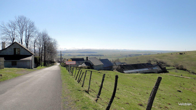 Pradiers, village avant Allanche.