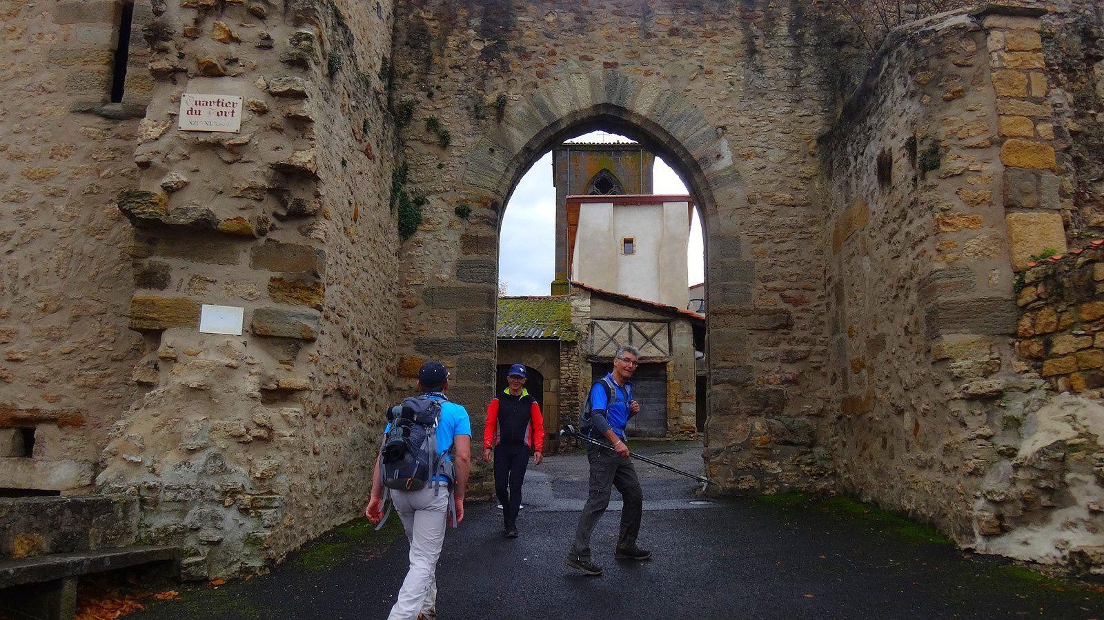 Balade à pied sur les talus autour de Pont du Château