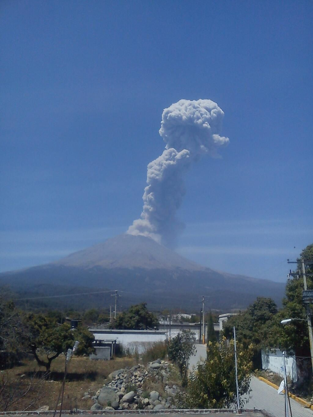 Popocatepetl - 21/02/2014 - photo Ricardo Flores via Twitter