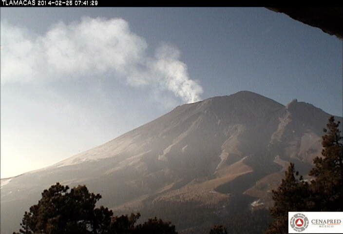 Popocatépetl - 25.02.2014 - plume of gaz & steam - webcam Cenapred / Tlamacas