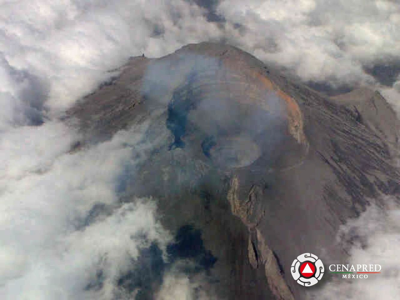 Popocatépetl - aerial survey of 26.02.2014 - by Cenapred / Navy