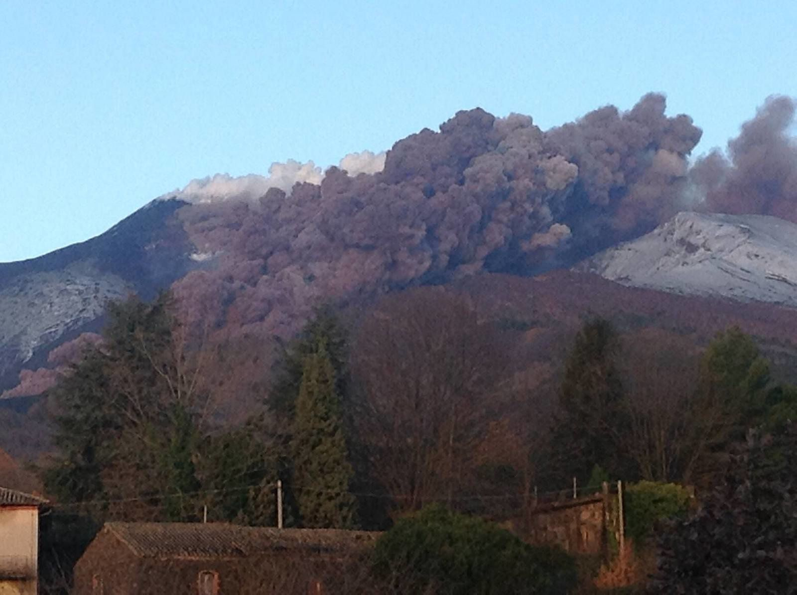 Etna - 11.02.2014 - collapse pyroclastic flow - photo Casa di paglia Felcerossa Permacultura sull'Etna