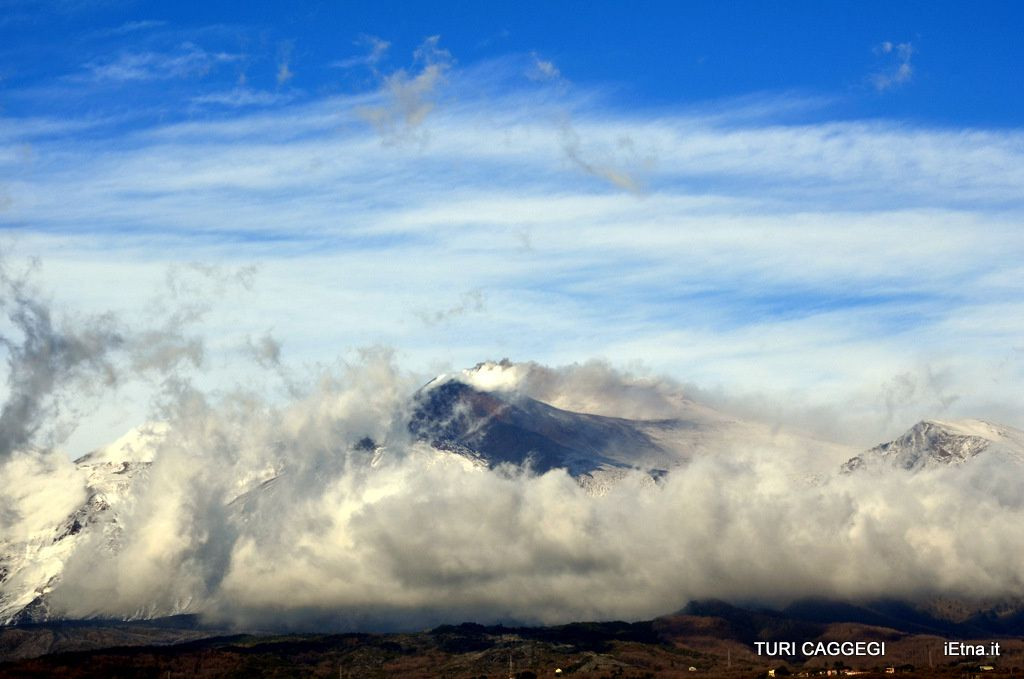Etna 01/03/2014 - Clouds in the Valle del Bove - photo Turi Caggegi / iEtna
