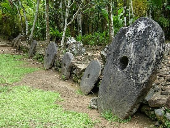 Yap - stone money - photo Experiencemicronesia