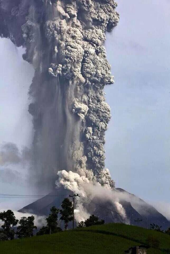 The eruptive plume of the Sinabung 2013.11.14 - Credit @ anthonywx - Twitter