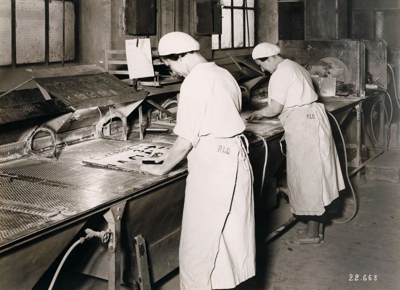 "Manufacturing of the enamel plates of lava - Extract from the ""official monthly magazine of the auto -club- Ardennes "" , Number 11 November 1935."