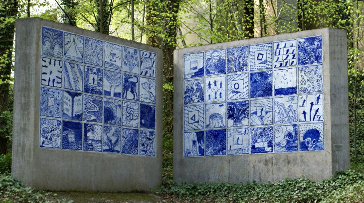 """Album and Blue "" - a work of Alechinsky, in the Open Air Museum of Sart Tilman / Liège University - photo Nadine Govers"