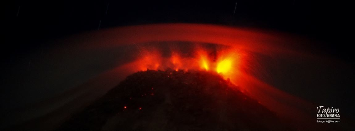 Colima -  summit activity, projections and avalanche of incandescent blocks - 09.03.2014 / 10:27 p.m. - photo Tapiro Foto