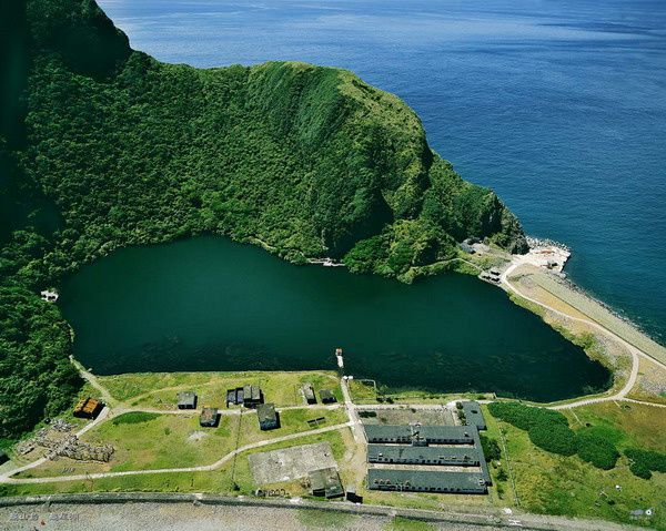 "Guieshan - the freshwater lake and the facilities on the "" pebble beach"" at the tip of the island - . Chen Photo Minming"