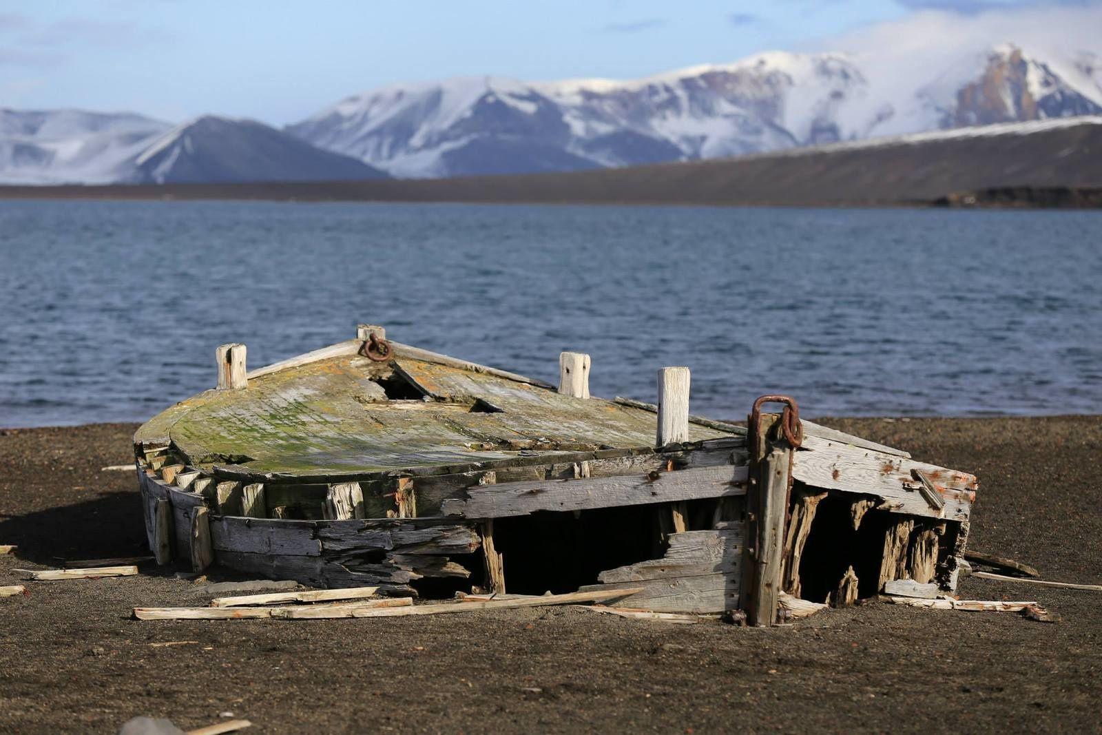 Deception island - quelques barques de chasse à la baleine existent encore - photo Antony Van Eeten 03.2014