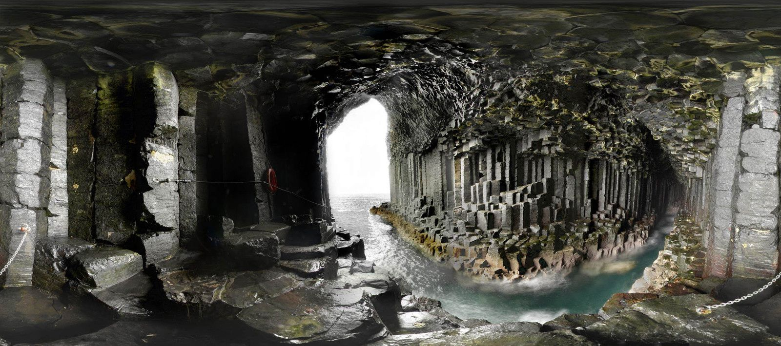 L'intérieur de Fingal's cave , au fish-eye - photo Le Monde.fr