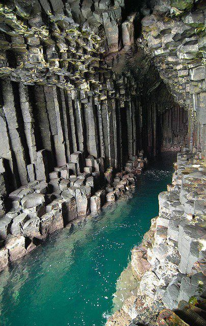 Volcanic organs of Fingal 's cave - photo Catalyzing changes .