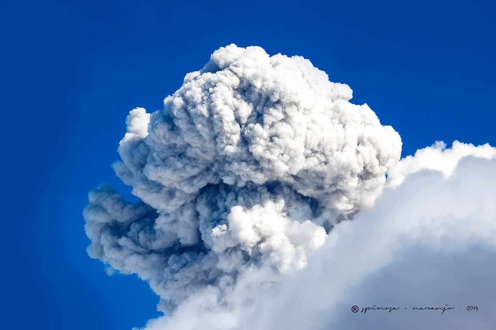 Tungurahua - April 6, 2014 at 14:25 - photo Jose Luis Espinosa - Naranjo