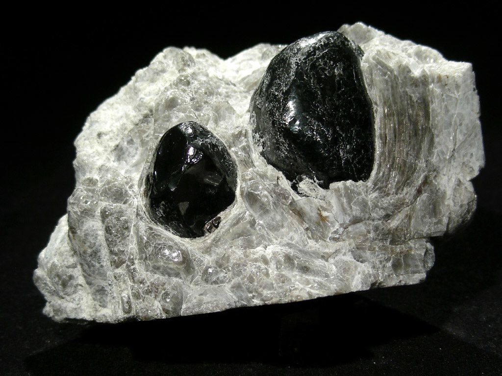 Apache Tears - Arizona - photo Carion minerals