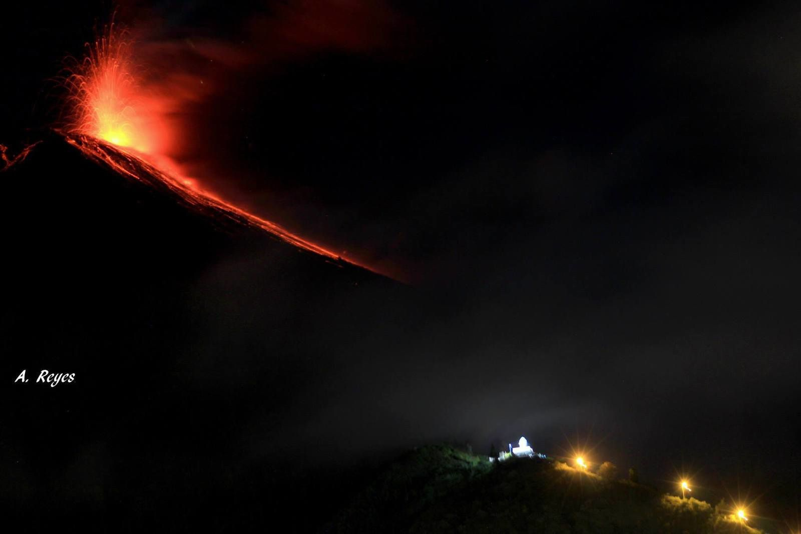 Tungurahua - 10/04/2014 - photo Andres Reyes / FB page / Tungurahua volcano