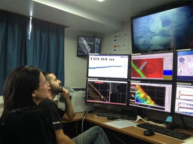 El Hierro - 26.03.2014 - degassing of underwater volcano live for subsid 2 teams - photo IGME