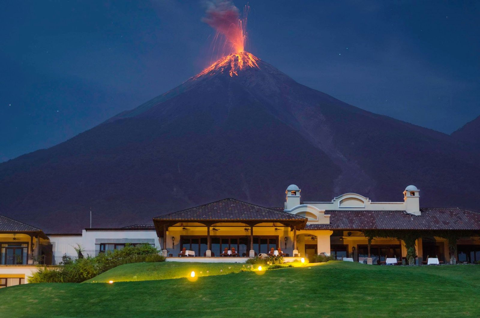 "04.20.2014 / 01h 09 - Fuego seen ""La Reunión Golf & Resort "" Alotenango - photo Eliceo and Marcelo Jimenez"