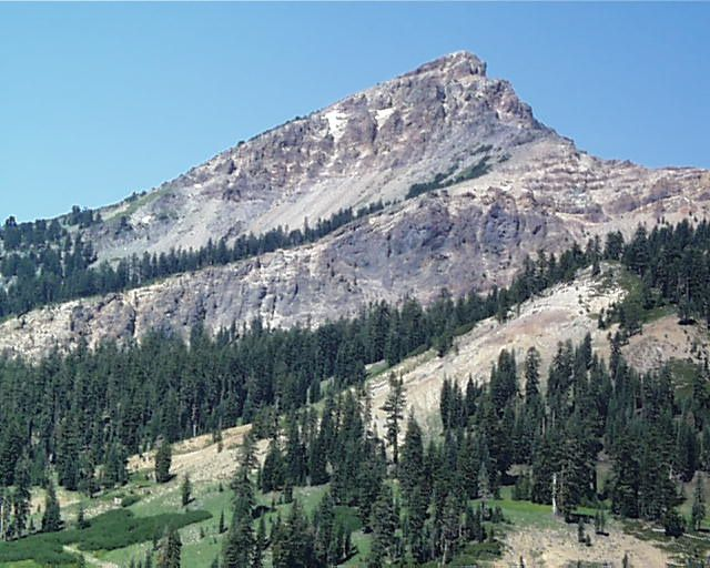 Brokeoff Mountain, a remnant of the Tehama / Brokeoff volcano - photo Summitpost