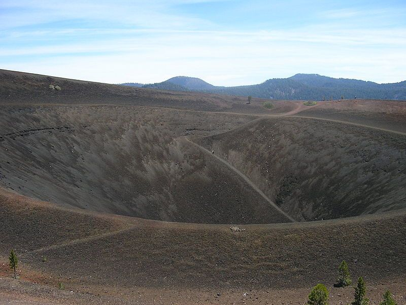Lassen Volcanic Park - the double edge crater of Cinder Cone - the scale is given by a man in the center - photo BelsKr2004