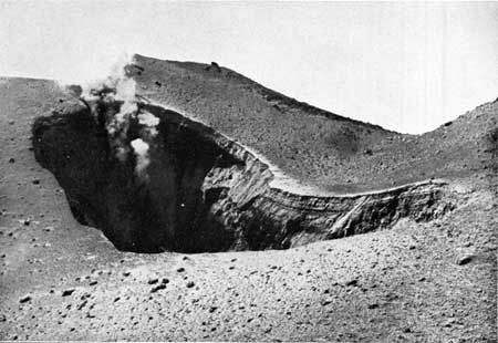 May 1914 - The new crater of Lassen Peak after the eruption - doc . P.J.Thiompson