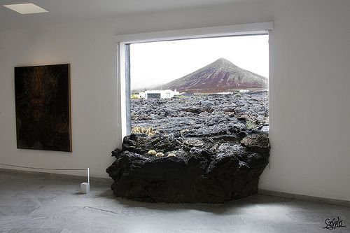 Lava enters the house of Cesar Manrique in Lanzarote - ph.Chalo84 Flickr