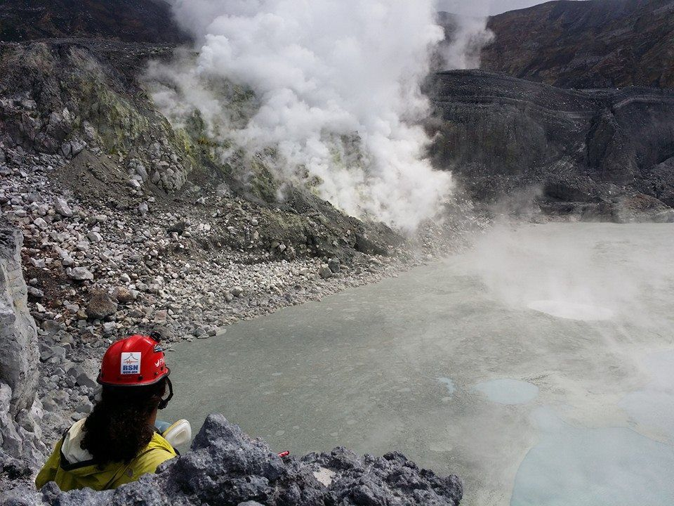 Poas - inspection May 4, 2014 by volcanologists of RSN - photo RSN